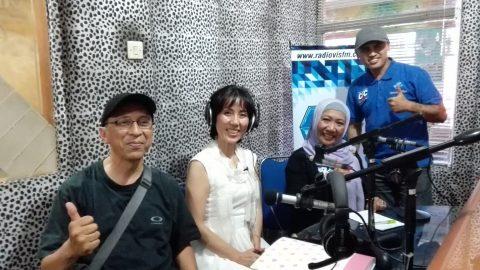 インドネシア VIS FM でメディアデビュー♫